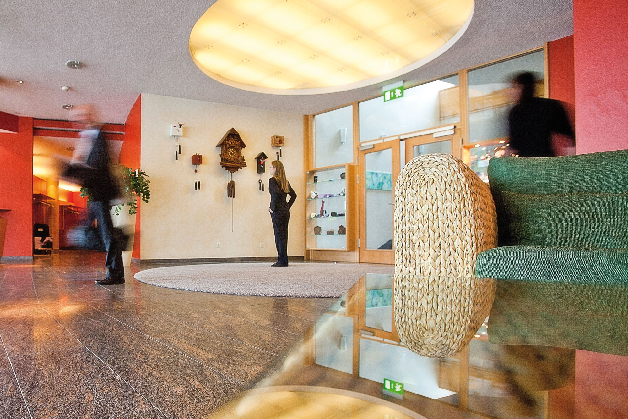 The bright and warmly decorated foyer in the Hotel Schwarzwald Panorama