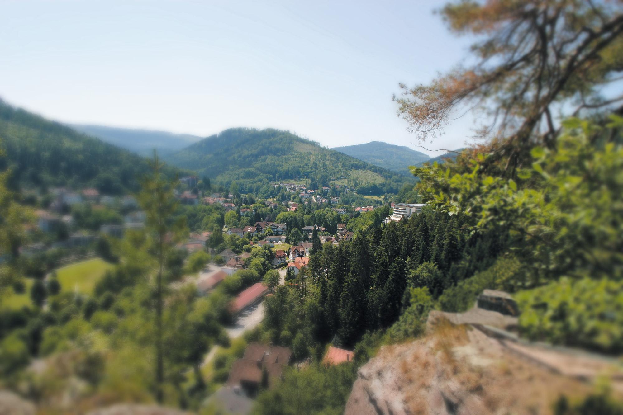 Blick auf den Ort Bad Herrenalb und das Hotel Schwarzwald Panorama