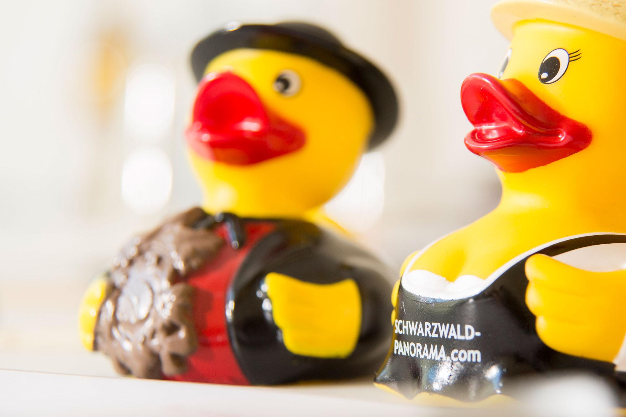 Detailaufnahme von zwei Enten zur Dekoration