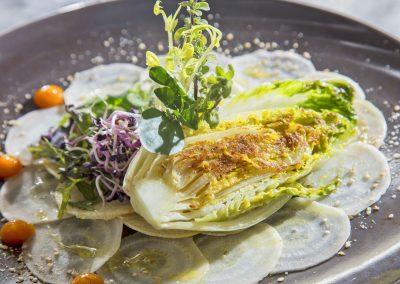 Rohkostcarpacio mit geröstetem Chicorée Salat