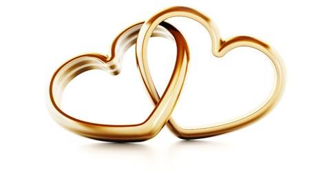 Hochzeitsringe in Herzform