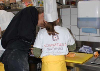 """Initiativprojekt """"SchwaPa Biokids"""" - Grundschüler erhalten Einblicke in die Küche und Lebensmittelverarbeitung"""